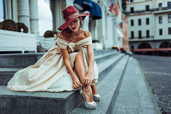 Обои Россия, Unclosed sexuality, девушка, шляпка, город, street style.